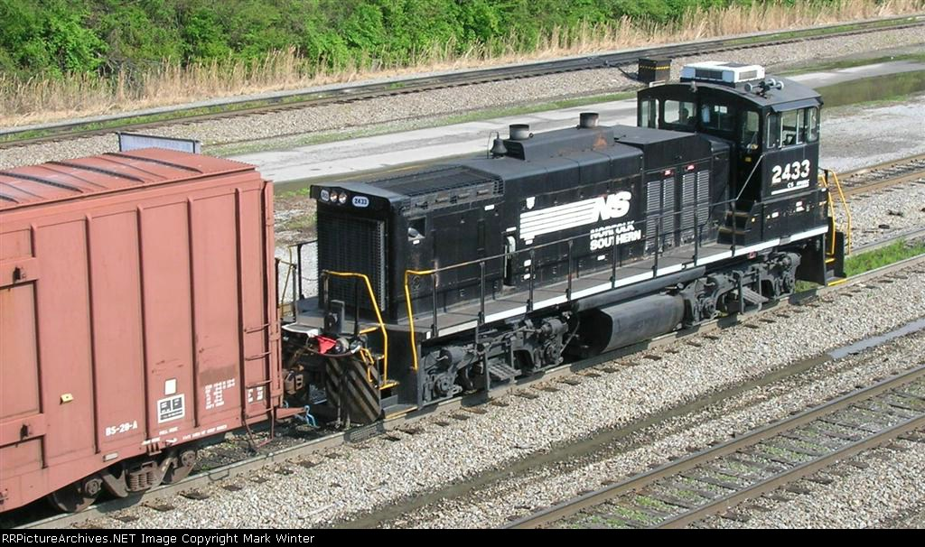 NS 2433 working the yard