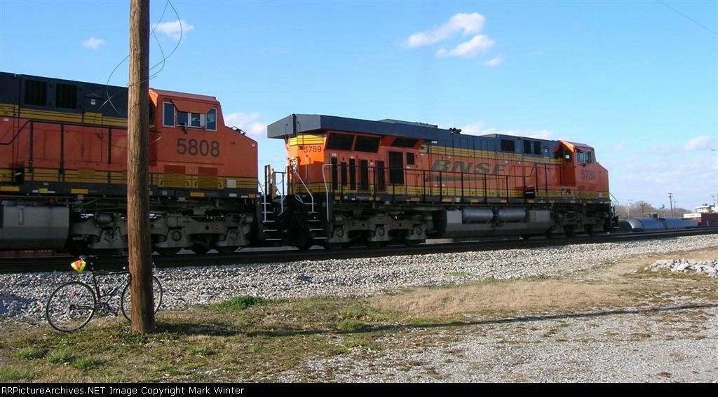 BNSF 5789 and BNSF 5808 heading out of town,