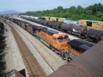 BNSF 5882 as 2nd unit 