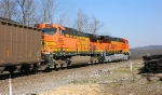 BNSF 5891 & BNSF 5685 about to reach the Tennessee River bridge