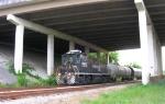 NS 2425 pulling empties from BASF under CB Robinson bridge
