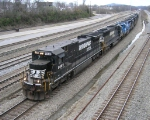 NS 8689 leading mixed freight
