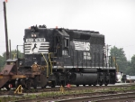 Ex-NW high hood SD40-2 drilling intermodal cars in Greensboro.