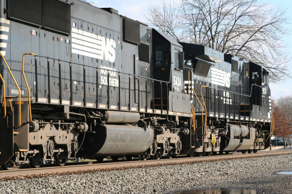 Trailing Engines On 214