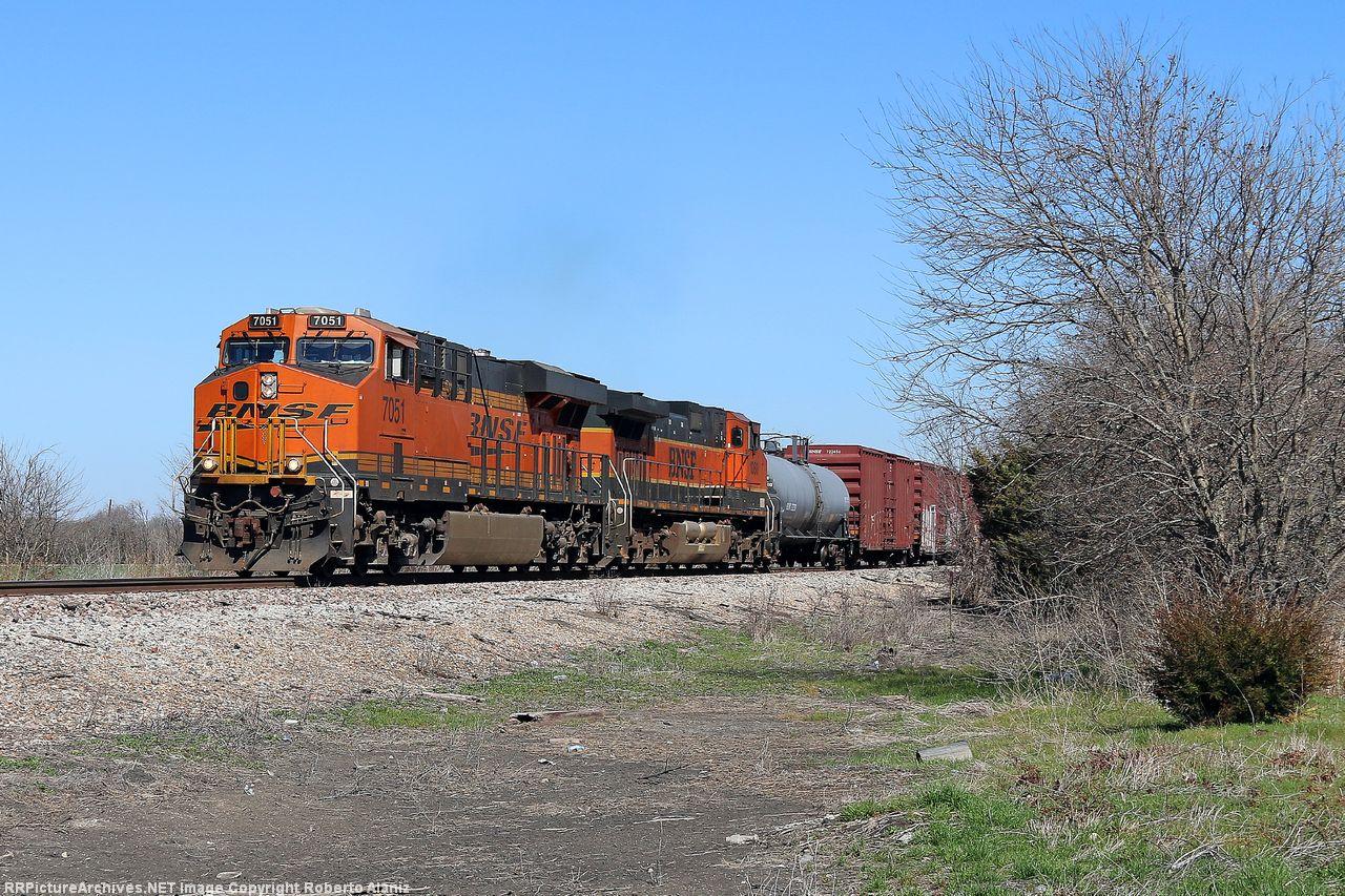 BNSF 7051