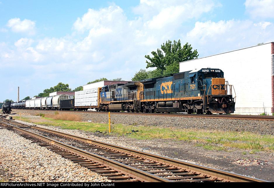 CSX 7521 on Q-433