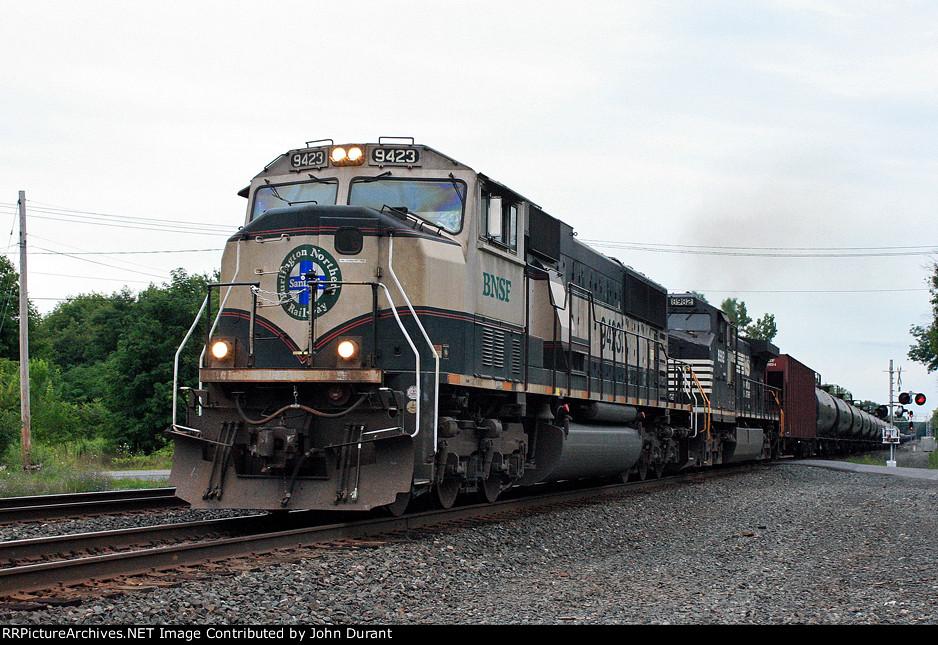 BNSF 9423 on K-010