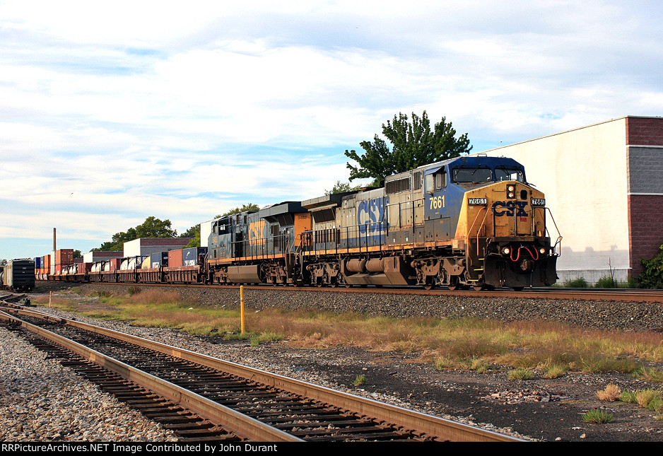 CSX 7661 on Q-114