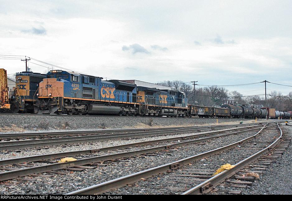 CSX 4839 on Q-410