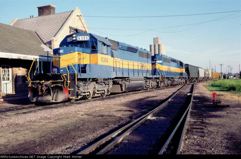 DME 6386 and DME 6363 EB at depot