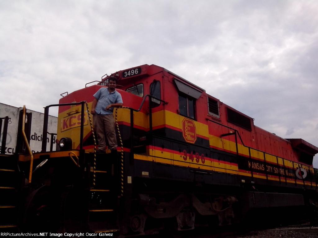 KCSM 3496 y un servidor a bordo