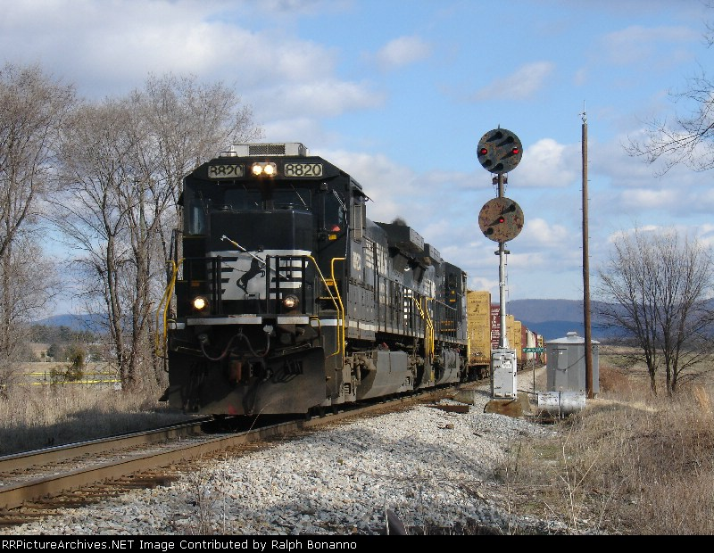 Southbound NS 15T rolls past the northbound home  signal for the controlled siding