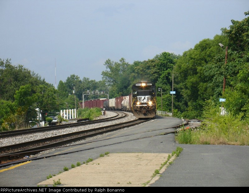 A short southbound NS train enters the station on track 1