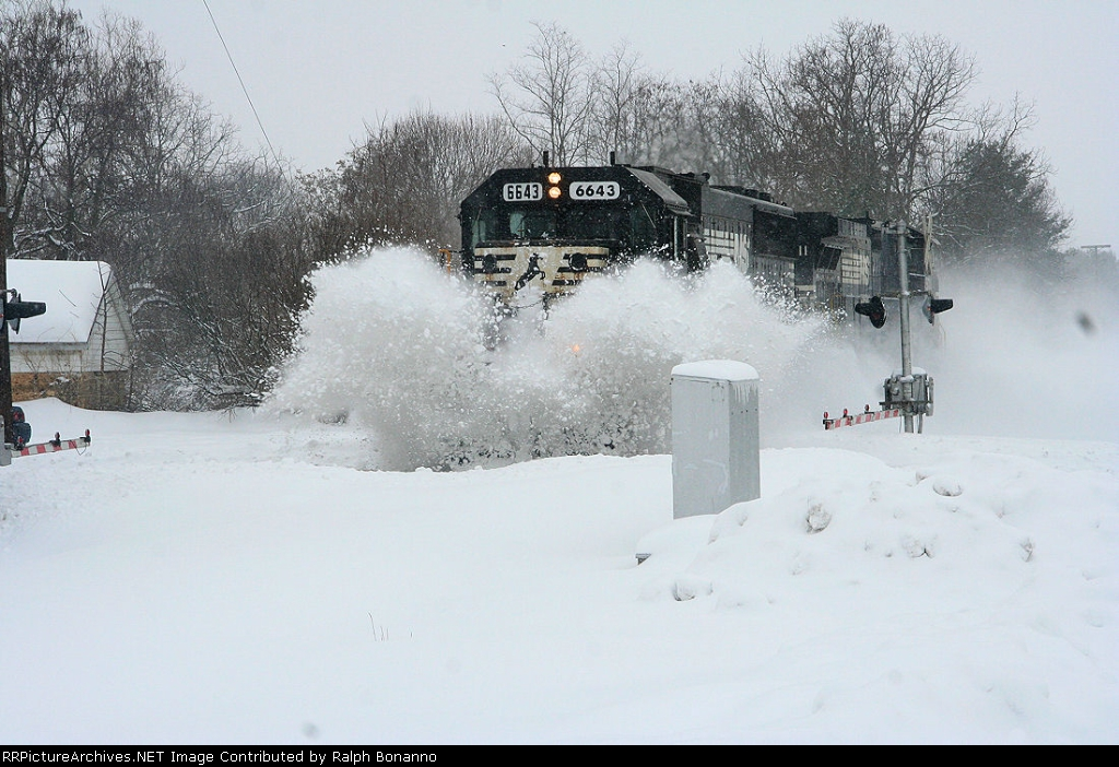 NS Light power (Plow extra?) slams across a crossing as it clears out the main after a heavy snowfall