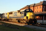 CSX 8515 leads train F774-03 northbound early in the morning