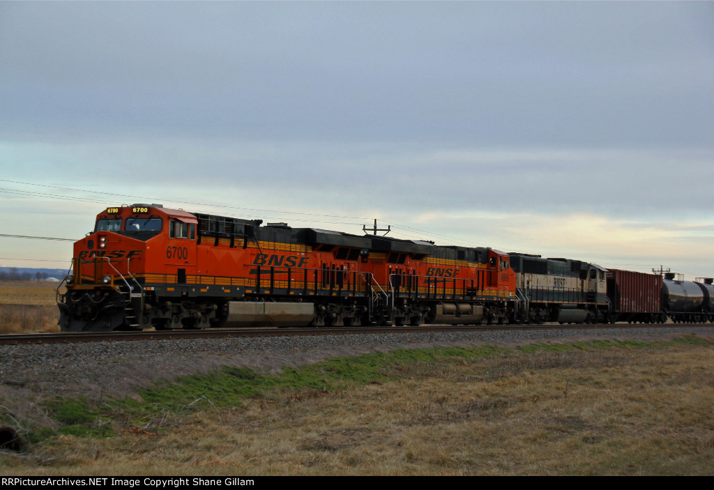 BNSF 6700 Sits dead on hours at Elsberry Mo.