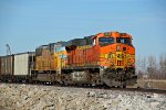 BNSF 5743 and UP 4662 run dpu on a empty coal train.