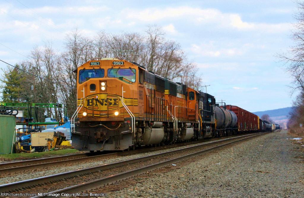 BNSF 9963 & 8897 on 38G