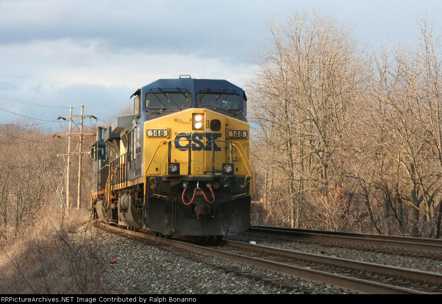 Q156-15 holds at Kay Fries crossing, awaiting the Q118-15 to run around on the main