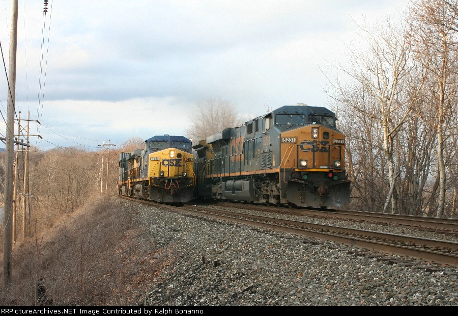 With Q156-15 on the siding, Q118-15 heads south(and upgrade) on the main