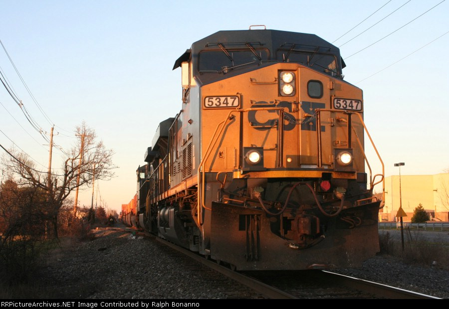 Q15624  makes a pause at CP-90 on its way south to NJ