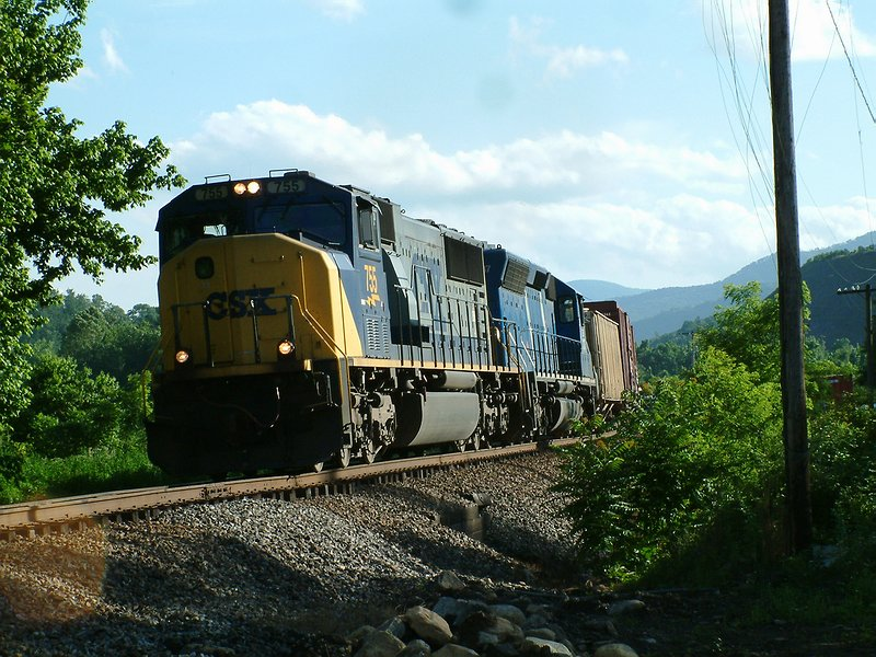 SD70MAC lead Northbound freight
