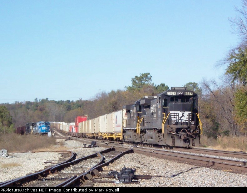 NS 8887 at Parrot St heading south