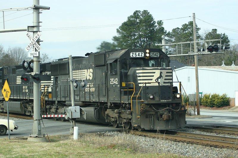 NS Train 154 causes a traffic jam