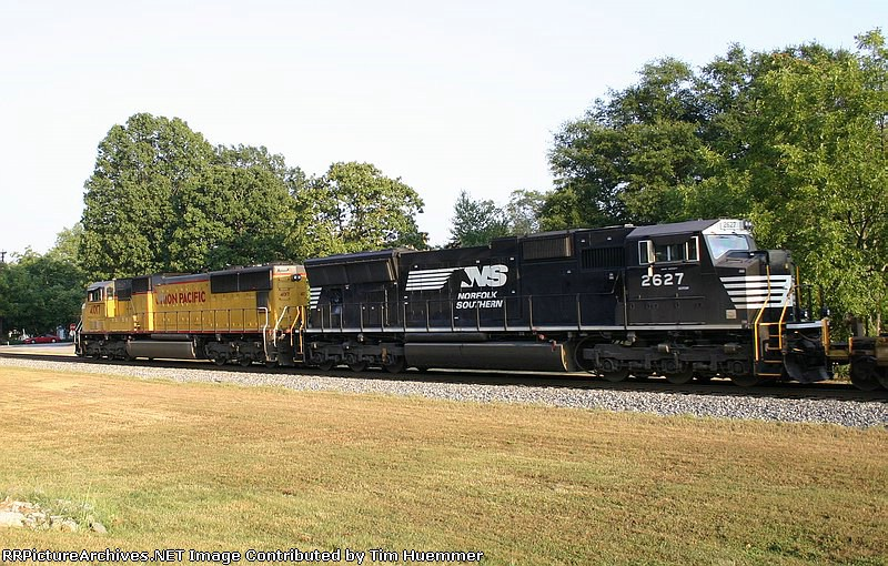 NS I14 plies north with 2 SD70Ms