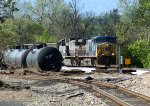 CSX 170 leads coal train past derailed tank cars