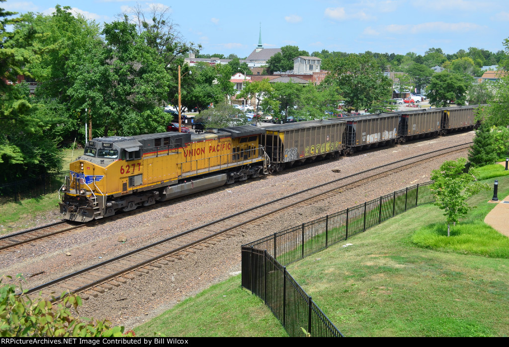 Westbound empty hoppers on the UP Jefferson City Subdivision