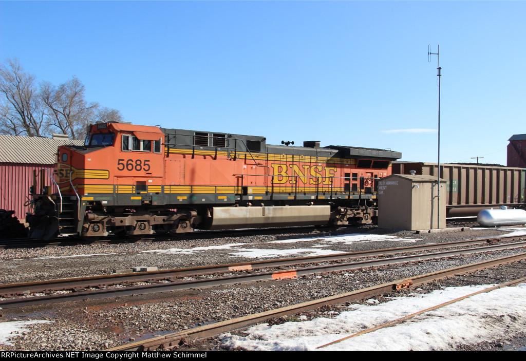 BNSF 5685 - DPU