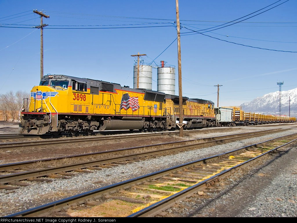 UP 3898 delivers a load of rail