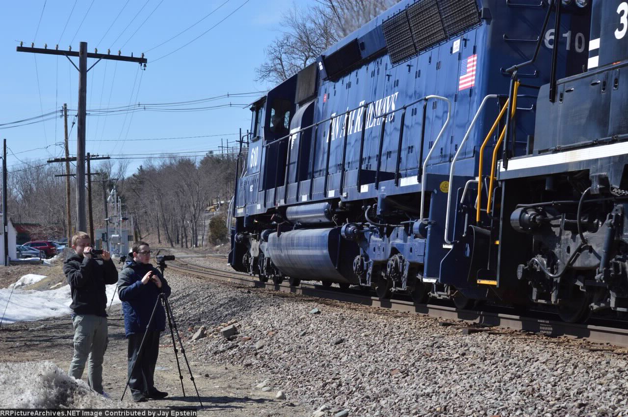 POED passes some other railfans