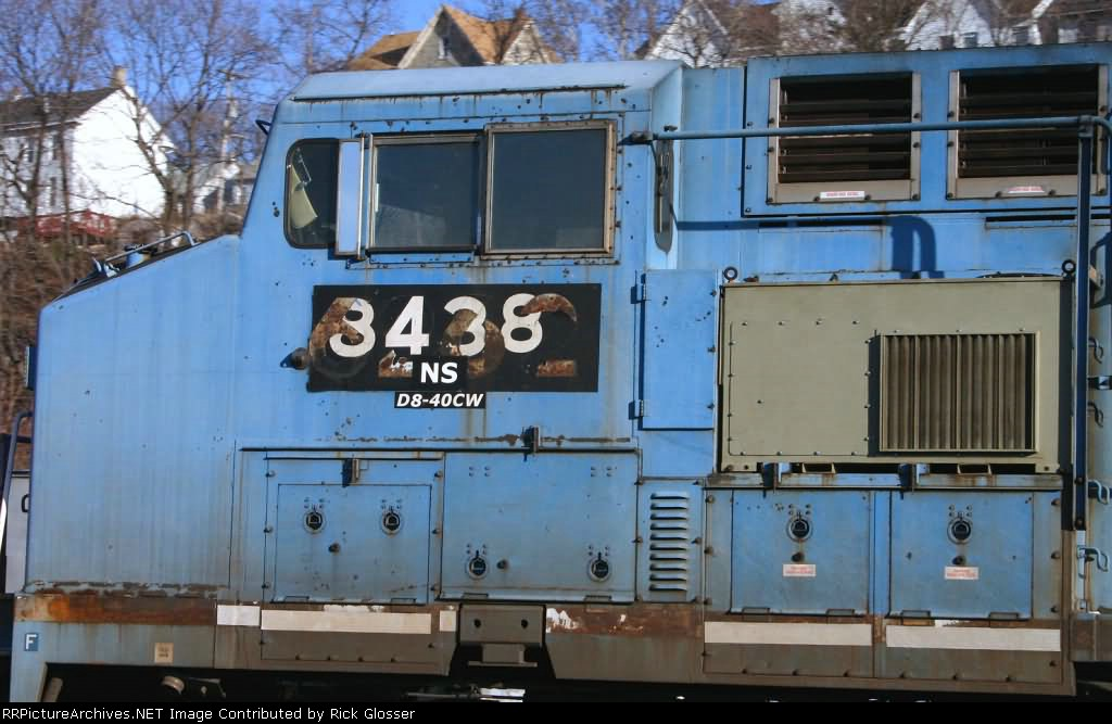 Ex-Conrail Engine Shows Its Former Number On D8
