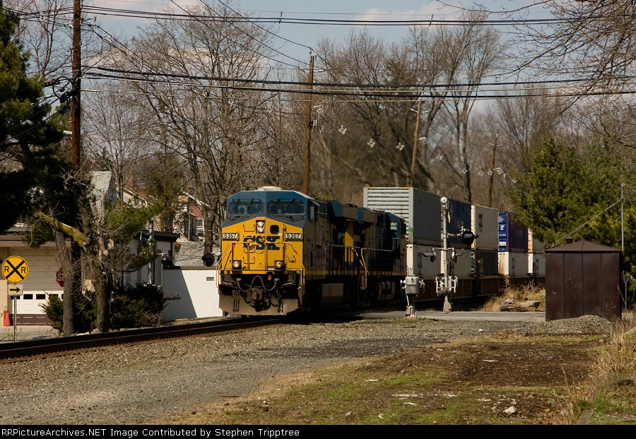 CSX 5357 leads Q116 south as it approaches the former NYC Bergenfield station.
