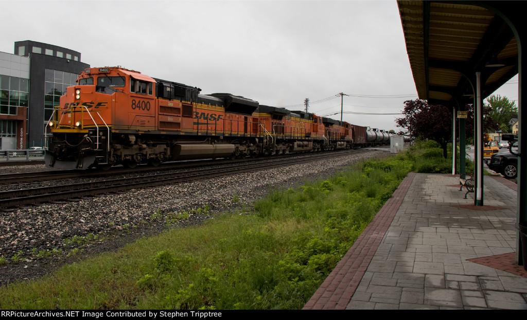 BNSF 8400