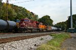 CP/BNSF combo lead a loaded oil train past Q438
