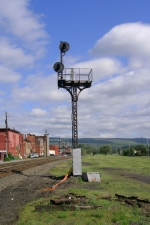 Old and still used signal tower, seems to always be amber over red.