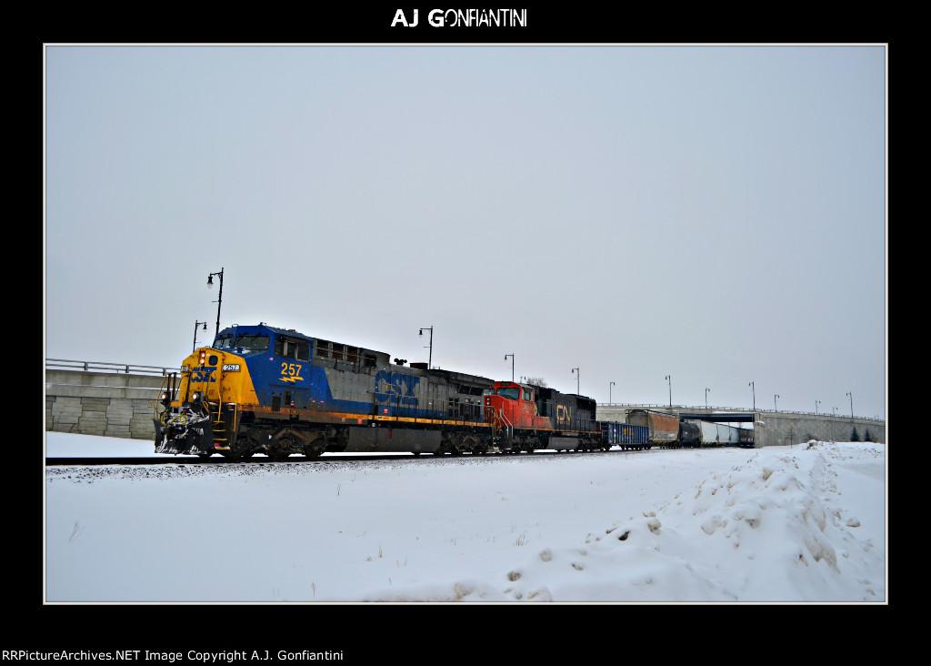 CSX 257 & CN 5699