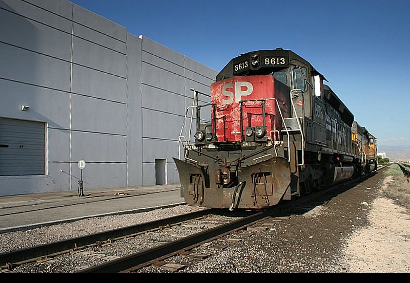 SP 8613 and a UP sister sit tied down behind Office Depot warehouse