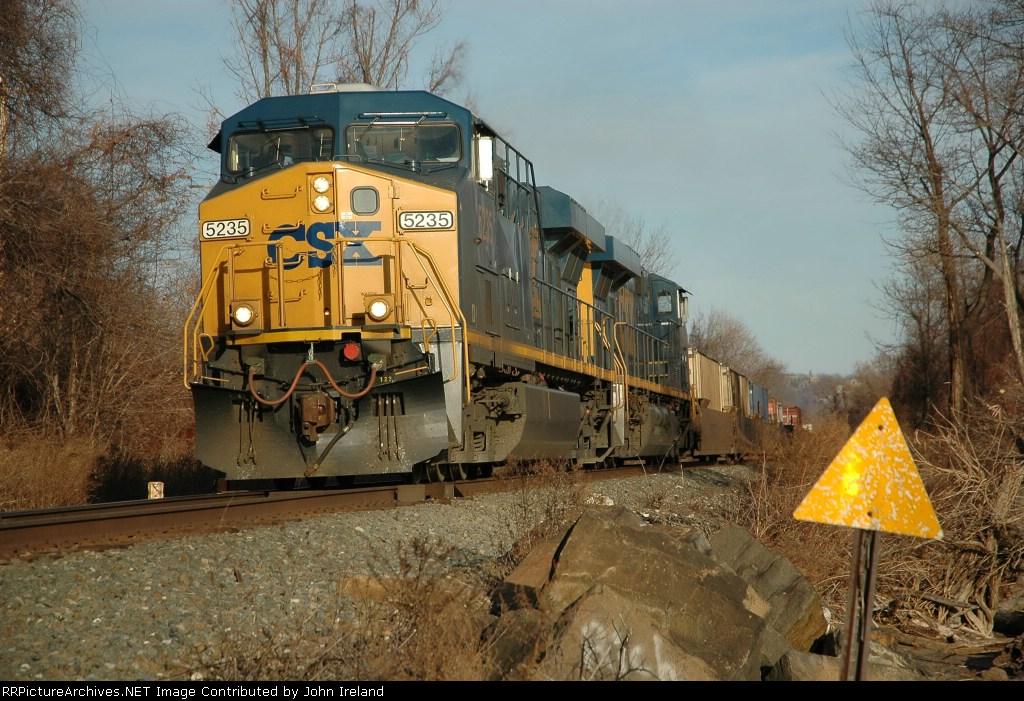 CSX 5235 on stacktrain at Stony Point