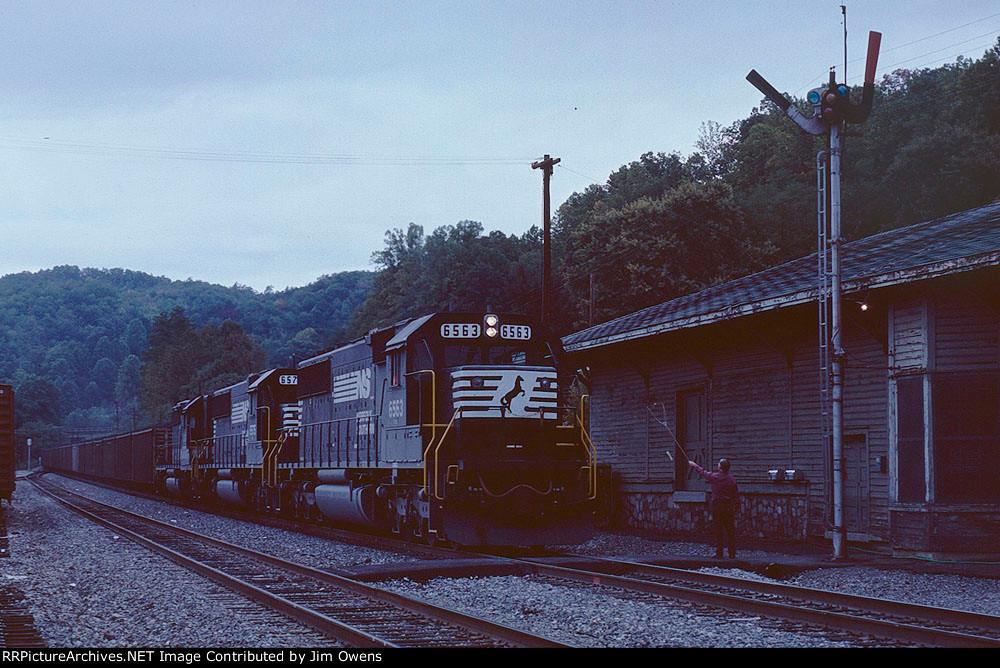 Train #256, Catawba coal train getting new orders.