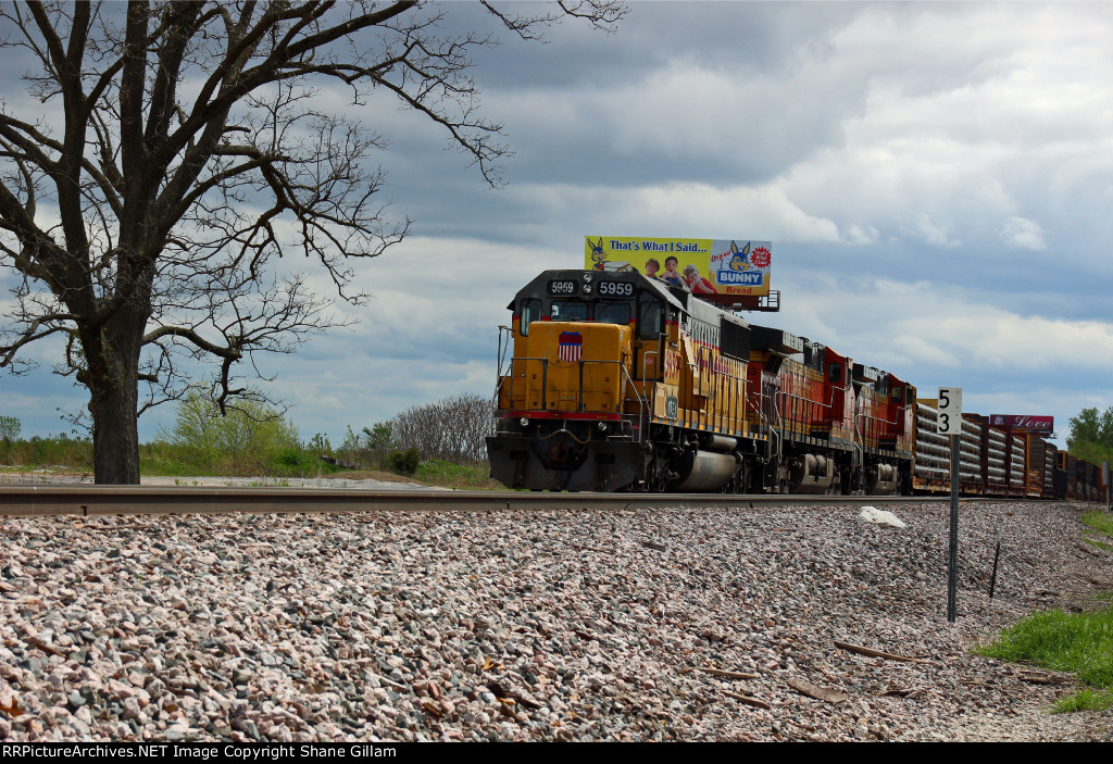 BNSF 8786 Newer Ace on a loaded coal drag.