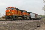 BNSF 906 Hurries a freight NB..