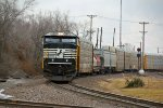NS 6911 Leads 32Q into Mitchell IL.