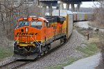 BNSF 7367 Leads NS 28g around the S curves..