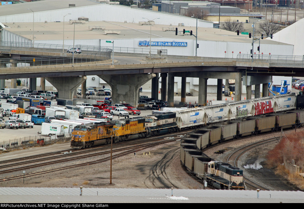 UP 7657 Rolls a SB BNSF freight While the Dpu on a empty coal train shoves hard.