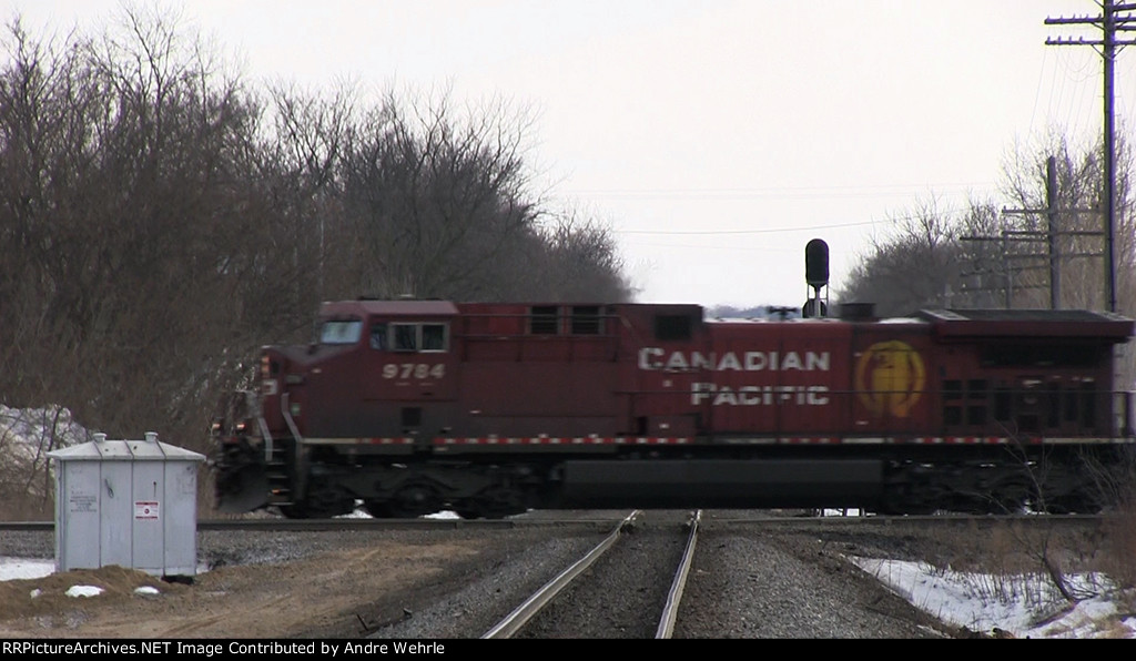 CP 9784 hammers the CN diamond with an eastbound