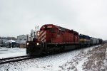 CP 471 motors west out of town with DME 6085, DME 4004, 12 loads x 32 MTs